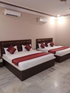 A bed or beds in a room at VRINDA APARTMENTS