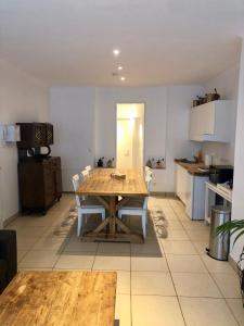 Een keuken of kitchenette bij Histoires DODO