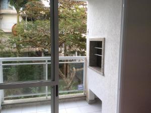 Un balcón o terraza de Bem localizado com sacada, churrasqueira, garagem e split