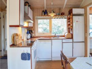 A kitchen or kitchenette at Holiday home Svanevej Gilleleje III