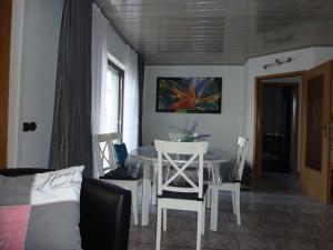 Ein Sitzbereich in der Unterkunft Moderne Wohnung Messe Uni Stadion