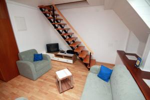 A seating area at Apartma pri Bizjaku