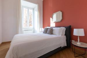 A bed or beds in a room at Sonder — Prati Apartment