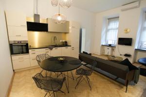 Küche/Küchenzeile in der Unterkunft Real Delux Apartment next to Gozsdu & Synagogue
