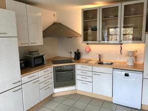 Küche/Küchenzeile in der Unterkunft Ferienwohnung Holtenau