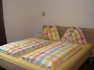En eller flere senge i et værelse på Ferienwohnung Fritz