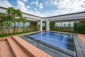 The swimming pool at or near GuestReady - Sky Gardens
