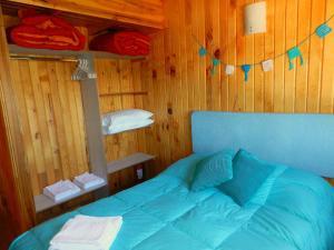 Una cama o camas en una habitación de Casita de Madera