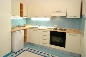 A kitchen or kitchenette at Aurora Apartments