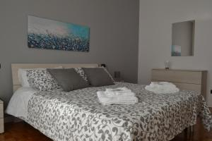 A bed or beds in a room at MM House Apartment Tortona