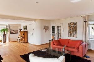A seating area at Villa Volendam 20 min from Amsterdam