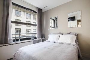 Ein Bett oder Betten in einem Zimmer der Unterkunft Apartment Opéra / Galeries Lafayette