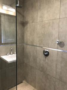 Un baño de BOULEVARD departamentos