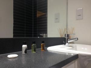 A bathroom at Canary Wharf - Elektron Tower