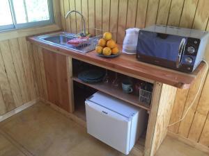 Una cocina o zona de cocina en Cabañas Los Sauzales