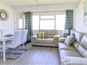 A seating area at Sunbeach Chalets