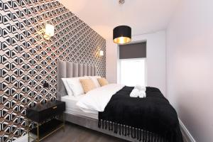 A bed or beds in a room at Vauxhall Bridge Apartments