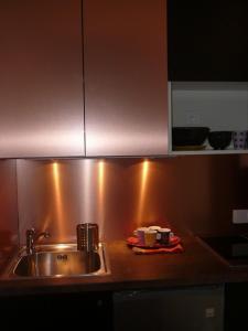 A kitchen or kitchenette at Studio Bourdonnais
