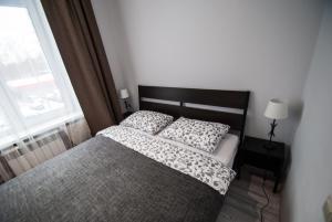 A bed or beds in a room at Apartment on Bolshaya Vnukovskaya
