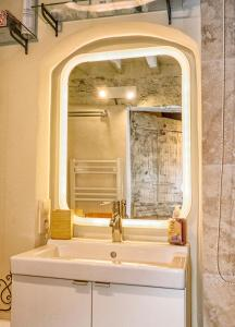 A bathroom at Maison de village avec vue