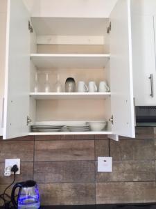 Una cocina o zona de cocina en Man Cave Suite