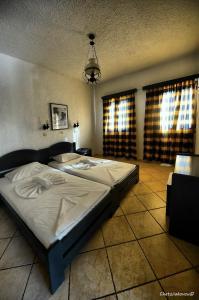 Een bed of bedden in een kamer bij Agrilionas Hotel