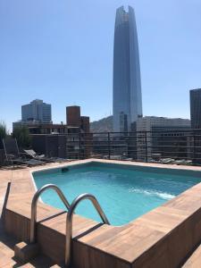 A piscina localizada em Apart Sky Costanera San Sebastián ou nos arredores