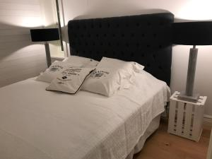 A bed or beds in a room at Grebbestad