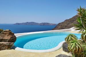 The swimming pool at or near Ftelari Villa