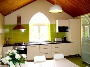 Cuisine ou kitchenette dans l'établissement Chalé de Soutelinho