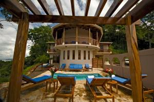 A view of the pool at Recreo Costa Rica or nearby