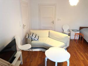 A seating area at Ochsenfurt Kleinochsenfurt am Main 5 Zimmer