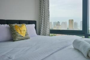A bed or beds in a room at Tropicana 218 , Georgetown