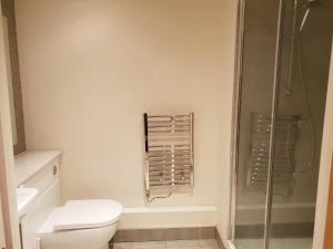 A bathroom at Aerodrome Road