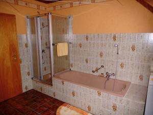 Ein Badezimmer in der Unterkunft Ferienwohnung Hartmann