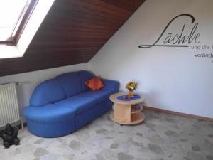 Ein Sitzbereich in der Unterkunft Ferienwohnung Hartmann