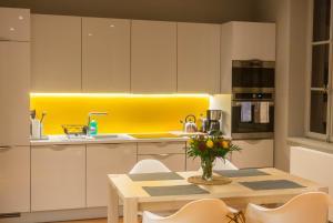 Küche/Küchenzeile in der Unterkunft The ReisPower - Corovid19 Sales LIMITED