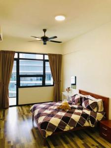 A bed or beds in a room at ⭐️YoYo Arte S @ USM,Bayan Lepas, Penang ⭐️