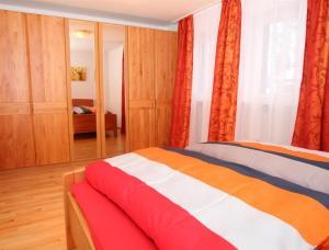 A bed or beds in a room at Ferienwohnung Keßler