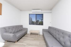 A seating area at Breakers unit 3