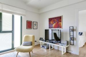 A television and/or entertainment center at Jaffa Old City Boutique Apartments
