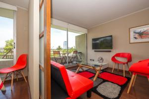 Zona de estar de Red Velvet - 1BR - w/Parking, AC & Terrace