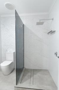 A bathroom at TiTree Resort Apartments
