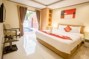 A bed or beds in a room at Grand Condo Orchid Pool Villa
