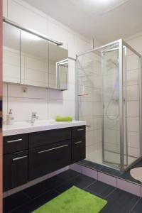 A bathroom at Apartement Große Brüdergasse