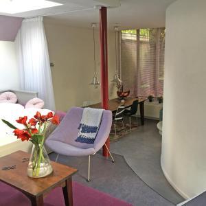 Een zitgedeelte bij Bed & Office 050