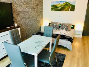 Restauracja lub miejsce do jedzenia w obiekcie Na Przełaj - Apartament Zakopane