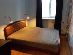 Кровать или кровати в номере Двухкомнатная квартира на Садовой 12