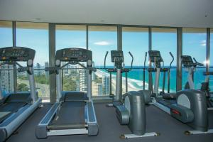 The fitness center and/or fitness facilities at Ocean Views Apt w Parking by Hostrelax GCRDW0P2