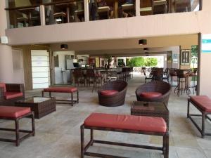 The lounge or bar area at Flat Angra Portogalo